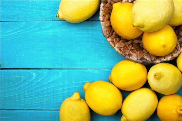 Chanh có chứa các axit tự nhiên và vitamin C có thể làm giảm thâm nám. (Ảnh: Internet)