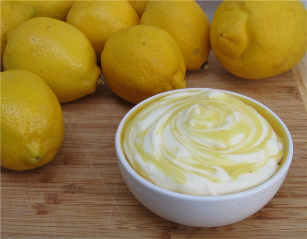 Hỗn hợp chanh và yogurt sẽ giúp da bạn trẻ đẹp hơn. (Ảnh: Internet)