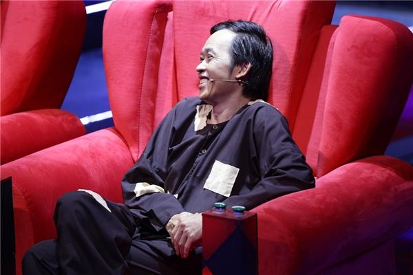 """Với câu slogan ấn tượng: """"Cứ vô tư mà cười đi"""", Nhà Cười được xem là gameshowtruyền hình thể loại hài tương tác với format hoàn toàn thuần Việt hấp dẫn, hứa hẹn sẽ tạo nên hiện tượng mới trong làng giải trí. Bên cạnh đó, đây cũnglà sân chơi đầu tiên dành riêng cho diễn viên truyền hình, nhằm tôn vinh những con người gắn bó với bộ môn nghệ thuật thứ bảy. - Tin sao Viet - Tin tuc sao Viet - Scandal sao Viet - Tin tuc cua Sao - Tin cua Sao"""