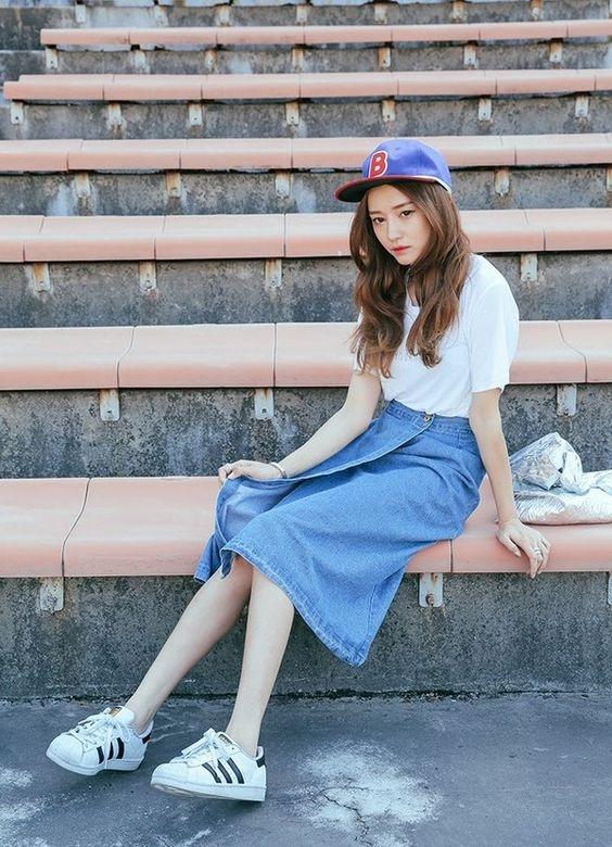 Một cô nàng sành điệu nhất định phải có một đôi sneaker bên mình.