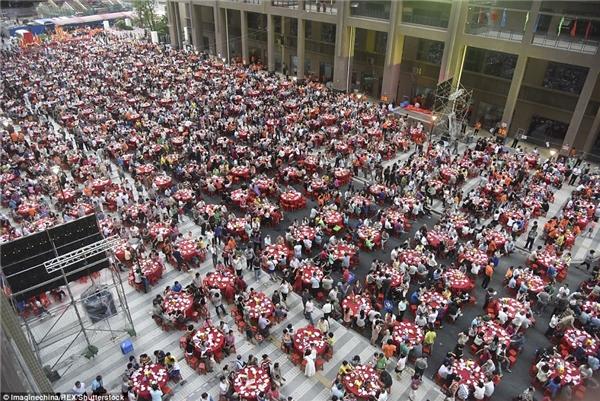 Choáng với đại tiệc tân gia chùa với 15.000 người tham dự