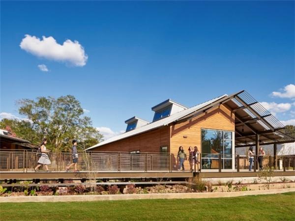 Trường Indian Springs tạo không gian học tập cho trẻ em cả ở bên trong và bên ngoài