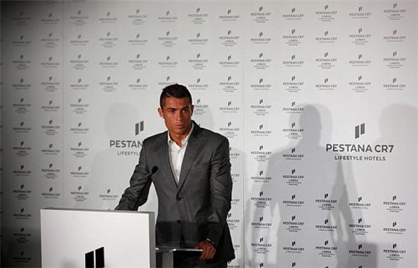 Ronaldo phát biểu tại buổi khai trương khách sạn của mình. (Ảnh: internet)