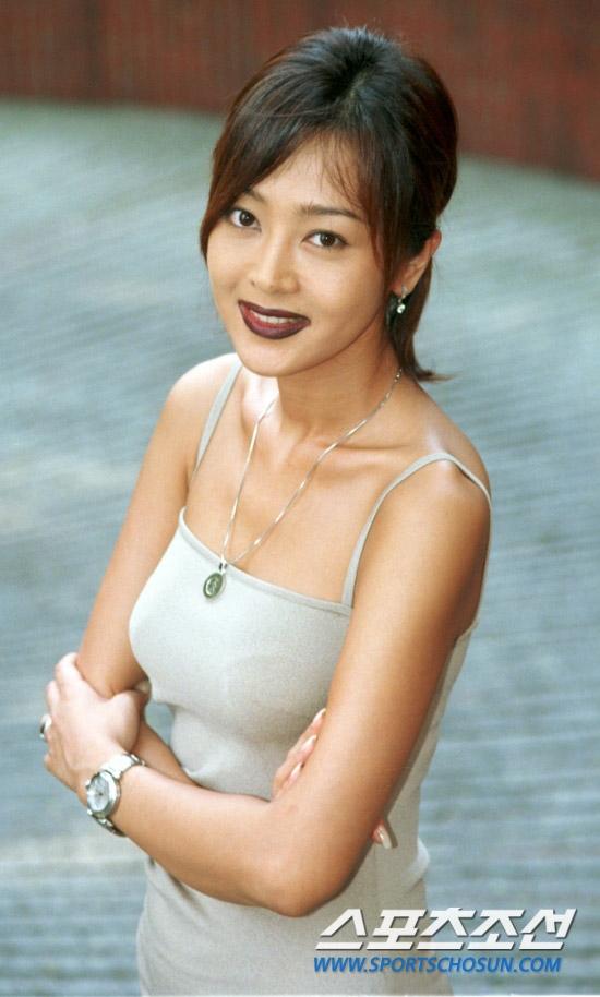Á hậu Hàn Quốc năm 1992 - Lee Seung Yeon - từng là mĩ nhân nổi bật của làng điện ảnh Hàn. Sở hữu khuôn mặt xinh đẹp, dịu dàng.