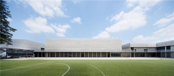 TrườngWasedacòn có khuôn viên rộng lớn, cảnh quanđẹpvà nổi bật
