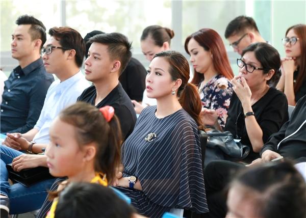 Hoa hậu Thu Hoài giản dị đi từ thiện cùng Mr Đàm, Thành Lộc