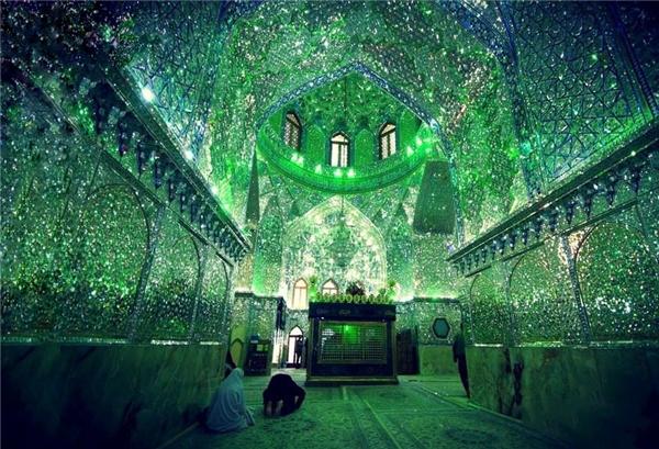 Ngỡ ngàng với vẻ đẹp tráng lệ bên trong thánh đường Hồi giáo