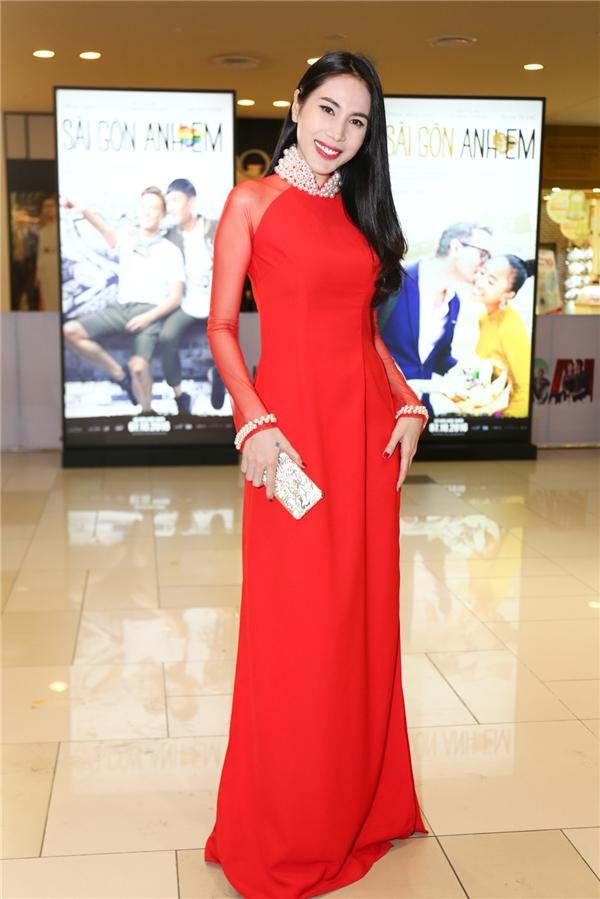 Thuỷ Tiên nổi bật với áo dài đỏ rực - Tin sao Viet - Tin tuc sao Viet - Scandal sao Viet - Tin tuc cua Sao - Tin cua Sao