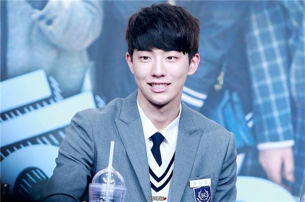 Nam Joo Hyuk chính là cậu bạn trai cá tính, đôi chút lạnh lùng toát lên sức hút nhưng vô cùng mỗi khi nở nụ cười dịu dàng mà các bạn gái đang kiếm tìm.