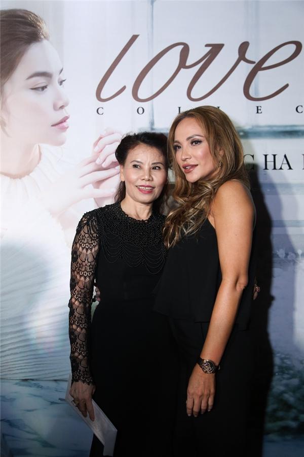 Thanh Hà chụp ảnh cùng mẹ của nữ ca sĩ Hồ Ngọc Hà - Tin sao Viet - Tin tuc sao Viet - Scandal sao Viet - Tin tuc cua Sao - Tin cua Sao