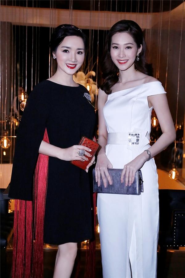 Song có thể nói rằng, hai nàng hậu Việt này là hai nhan sắc luôn được chú ý và được lòng công chúng qua thời gian.