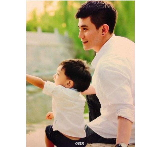 Vì là ông bố đơn thân nên Thẩm Thần Huy luôn hết lòng dành nhiều tình cảm cho cậu con trai 6 tuổi của mình.