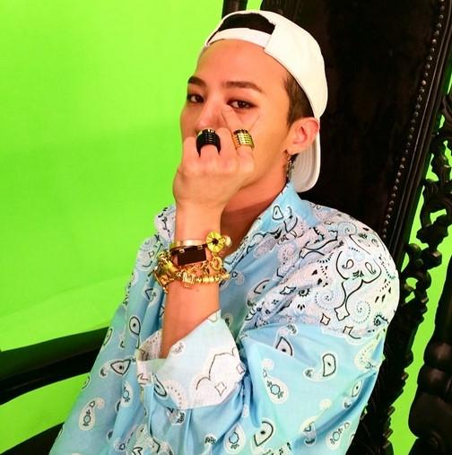 """Thì ra G-Dragon chính là người tạo ra trào lưu """"bắn tim"""" bằng tay"""