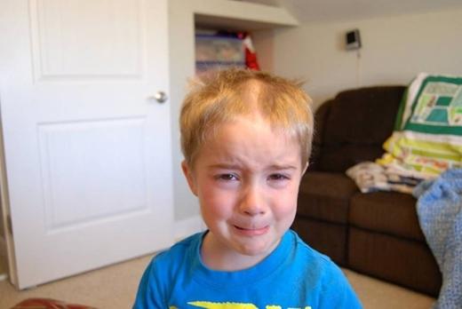 Đừng khóc nữa, tóc rồi sẽ mọc lại nhanh thôi mà.