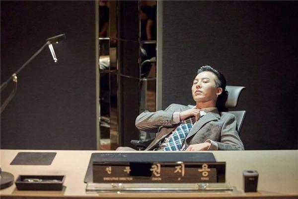 Trong phim,G-Dragon thủ vai chàng giám đốc tài năng nhưng có vấn đề về thần kinh.