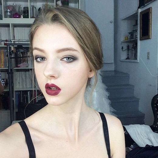 Make-up đậm thì sắc sảo...