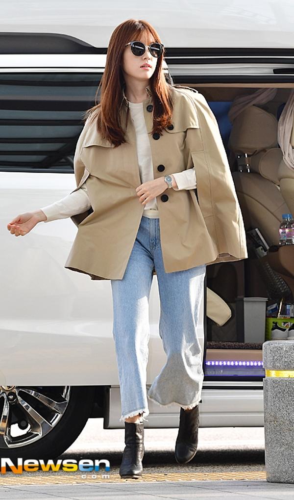 Han Hyo Joo thời thượng với áo khoác cách điệu kết hợp cùng jeans ống lửng.