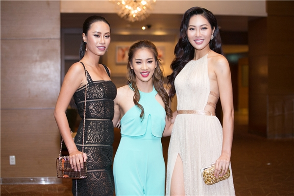 Diệu Ngọc, Yến Nhi và Phạm Lịch (jumpsuit màu xanh bạc hà) - được biết Phạm Lịch chính là người biên đạo phần thi Dances of the world của Diệu Ngọc tại Hoa hậu Thế giới 2016.