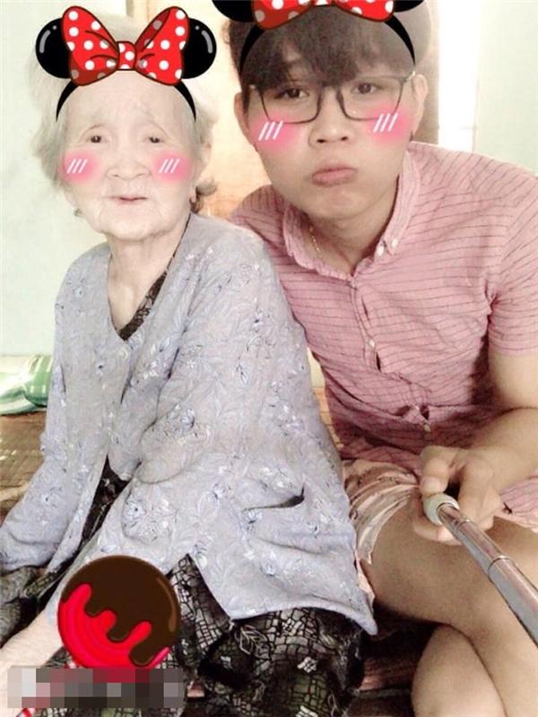 Chân dung bà ngoại xì tin làm dậy sóng cư dân mạng.