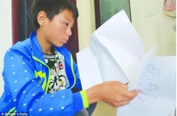 Tranh thủ thời gian,Luyao cố gắng hoàn thành bài tập ở lớp. (Ảnh: minh họa)