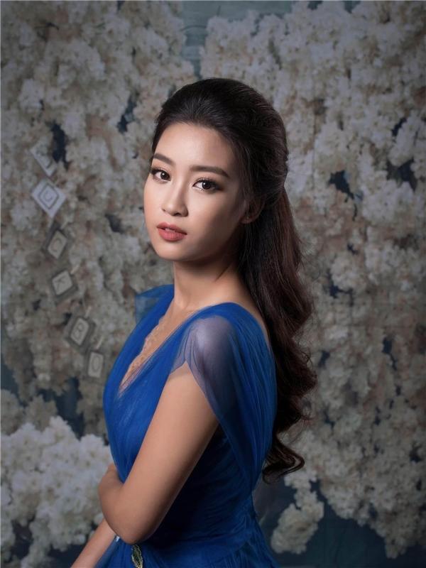 Gương mặt của Đỗ Mỹ Linh cuốn hút mọi ánh nhìn với những đường nét thanh tú, ngọt ngào.
