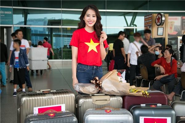 Nam Em rạng rỡ trong màu áo cờ đỏ sao vàng đi dự thi Miss Earth 2016