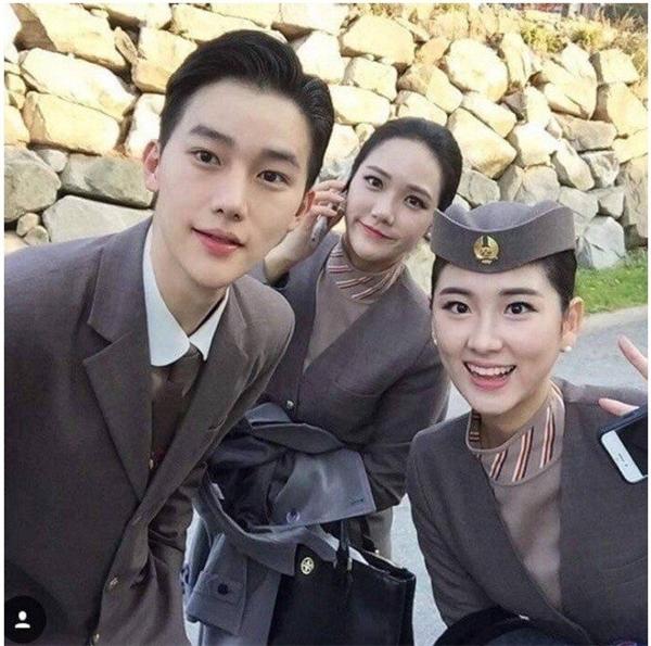 Ngơ ngẩn vì chàng tiếp viên hàng không điển trai giống Lee Jong Suk