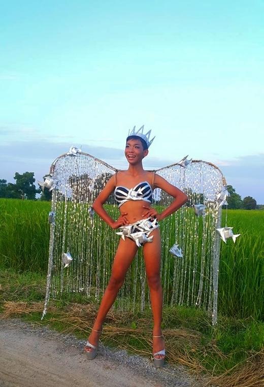 Thiên thần Victoria's Secret cũng bái phục màn catwalk của cậu bé này