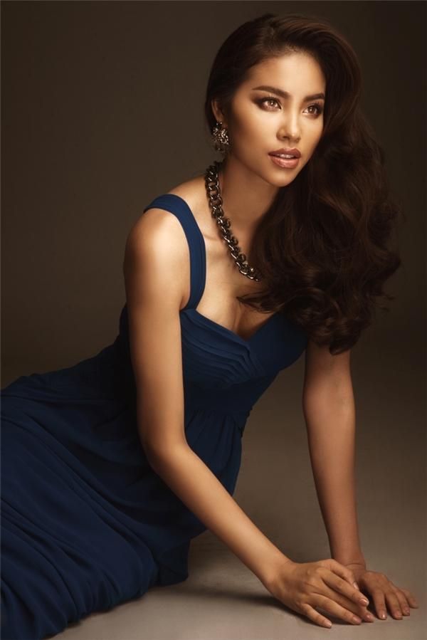 Người đẹp Hải Phòngđược nhận xét là ngày càng xinh đẹp và quyến rũ hơn sau một năm trở thành tân Hoa hậu Hoàn vũ Việt Nam.