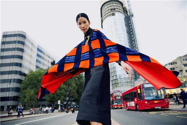 Hoàng Thùy khoe gu thời trang cực chất trên đường phố London