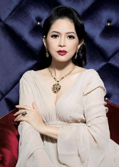 Với sựnỗ lực của mình, vợ chồng doanh nhân Thủy Tiên đã có những đóng góp tích cực cho ngành công nghiệpthời trang tại Việt Nam.