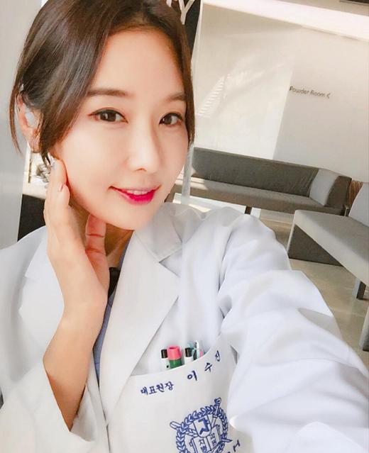 Cô Lee Su Jinđã là một bác sĩ nha khoa được 16 năm.
