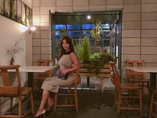 CôLee Su Jin có phong cách thời trang sành điệu và trẻ trung.