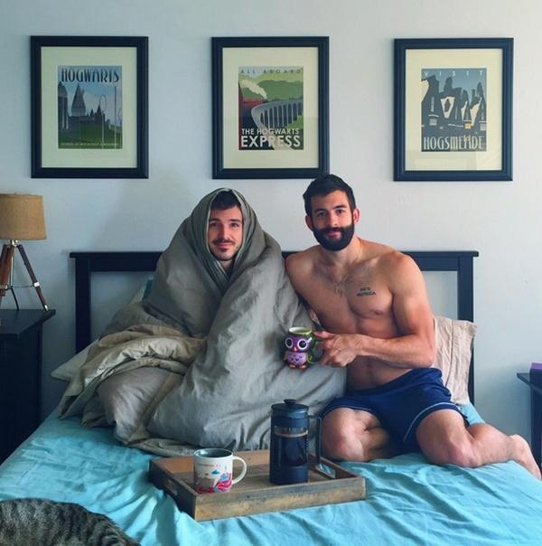 Hai anh chàng Nick Grant và Justin Mooregây sốt cộng đồng mạngvới gương mặt điển trai và body sáu múi.