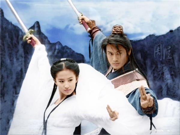 Tiểu Long Nữ và Dương Quá đã luyện thành công Ngọc Nữ Tâm Kinh và khắc chế được Lý Mạc Sầu cũng như Doãn Chí Bình hay Triệu Chí Kính.