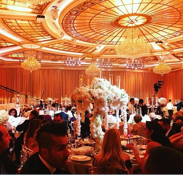Choáng với siêu đám cưới tung tiền như mưa để chứng tỏ đẳng cấp