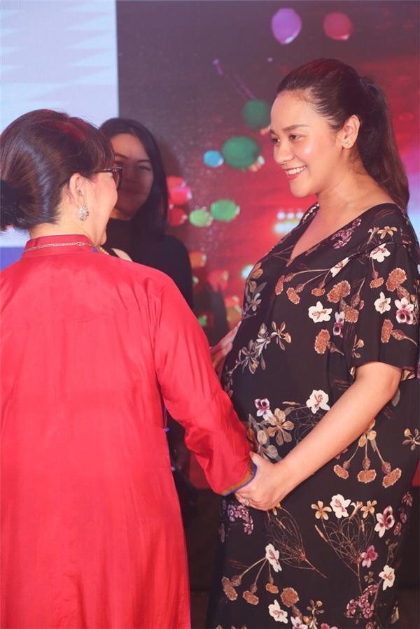 Thanh Bùi công khai thông tin vợ mang song thai và sắp lâm bồn tại một sự kiện kỷ niệm trường nhạc của anh hoạt động được 4 năm hồi cuối tháng 7. - Tin sao Viet - Tin tuc sao Viet - Scandal sao Viet - Tin tuc cua Sao - Tin cua Sao