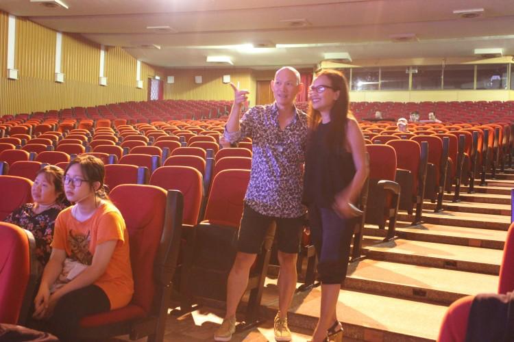 Chỉ đạo diễn xuất Hữu Trị và Biên kịch Thiên Hương bất ngờ trước khả năng của ca sĩ Nam Khánh.