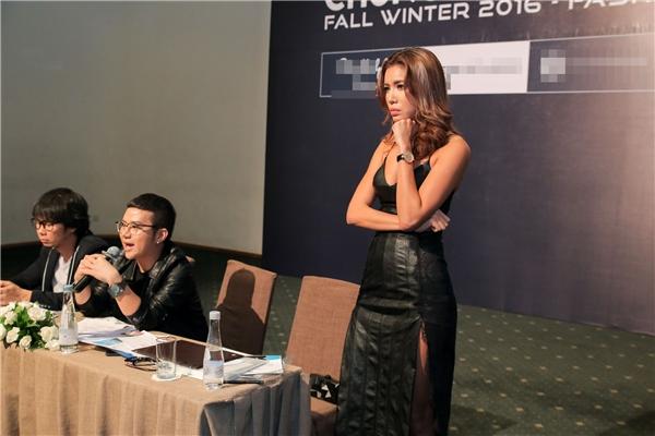 Dù là một nhà thiết kế trẻ nhưng Chung Thanh Phong rất khó tính trong việc tuyển chọn người mẫu để mang đến một show diễn thực sự chất lượng.