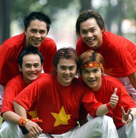 Sớm đi hát và là thành viên của nhóm nhạc GMC đình đám một thời… Sau khi GMC tan rã, Anh Kiệt về đầu quân cho công tycủa ông bầu Quang Huy. Giọng hát không phải là quá xuất sắc, nhưng do sở hữu một gương mặt baby mang phong cách Hàn, Anh Kiệt là một trong những ca sĩ mở đầu cho trào lưu ca sĩ thần tượng Việt Nam trong giới trẻ thời bấy giờ. - Tin sao Viet - Tin tuc sao Viet - Scandal sao Viet - Tin tuc cua Sao - Tin cua Sao