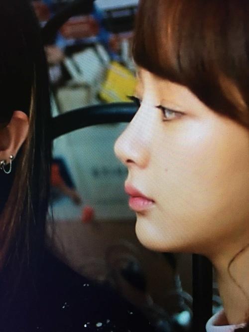 Vậy mà giờ đây, chiếc mũi của cô thẳng tắp, cao vút đến đáng ngưỡng mộ.