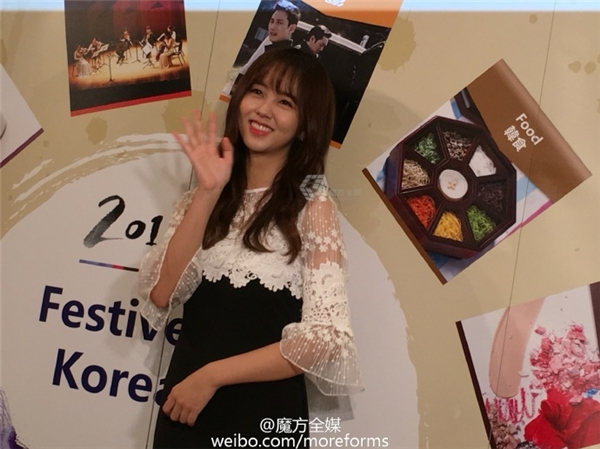Kim So Hyun bất ngờ trở thành cô dâu siêu đáng yêu