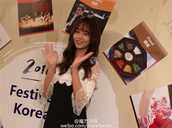 Kim So Hyun vẫn luôn tươi tắn và rạng rỡ mặc lịch trình bận rộn