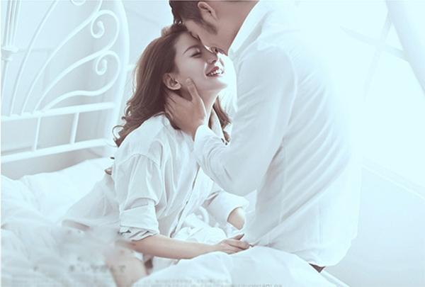 Nụ hôn sẽ giúp giữ lửa tình yêu trong hôn nhân. (Ảnh: Internet)