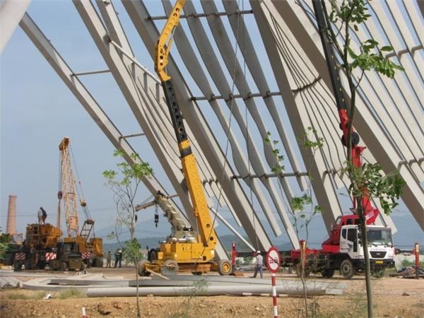 Cổng chào được khởi công từ 28/2, lắp ráp ngày 5/5.