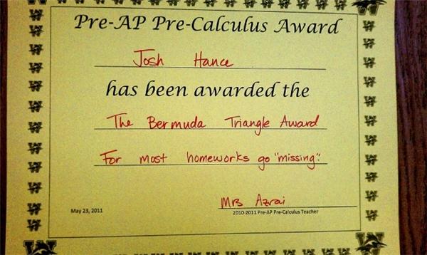 """""""Một phần thưởng mang tên """"Tam giác quỷ Bermuda"""" mà cô giáo đã tặng cho tôi vì thường xuyên để """"lạc mất"""" bài tập về nhà này""""."""
