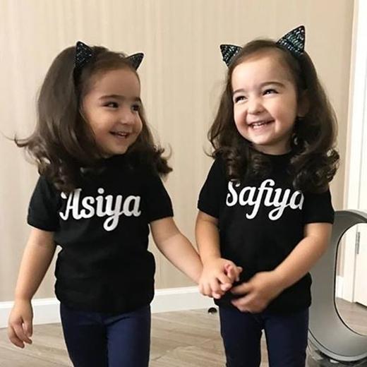 Không ít ngườigọi hai cô bé là cặp sinh đôi đáng yêu nhất thế giới.