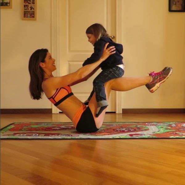 Rất nhiều bà mẹ trở nên có động lực hơn khi xem các video clip của cô.