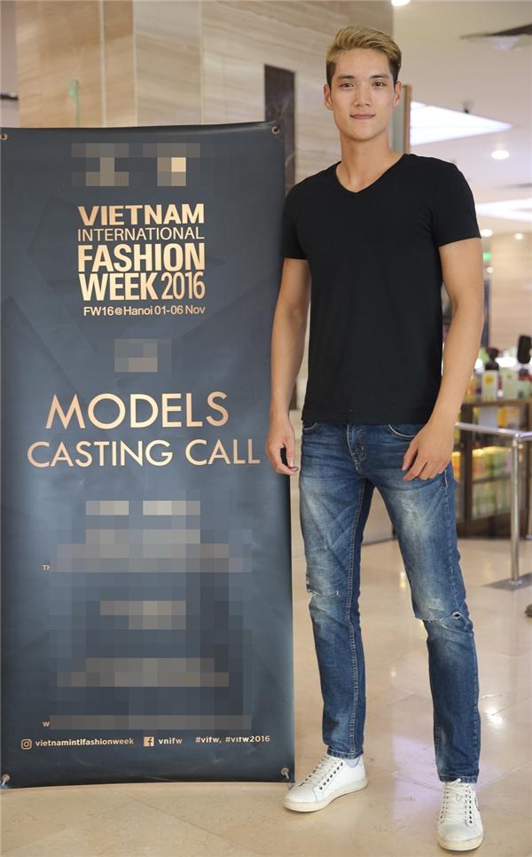 """Trong số các người mẫu tham gia casting, Đặng Văn Hội khiến nhiều người choáng váng với chiều cao """"khủng"""" 1m92. Đây cũng chính là thí sinh từng tham gia Vietnam's Next Top 2014 nhưng dừng chân khá sớm."""
