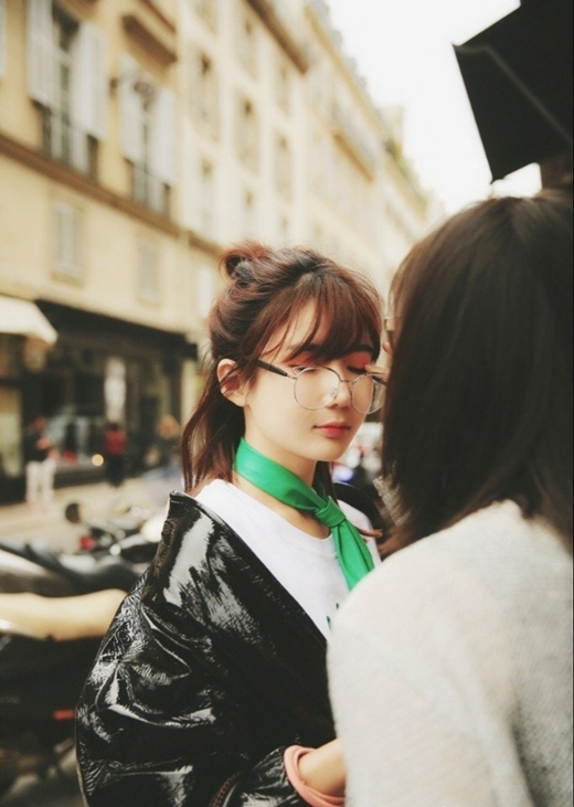 Cô bạn khi tham gia Tuần lễ thời trang Paris.